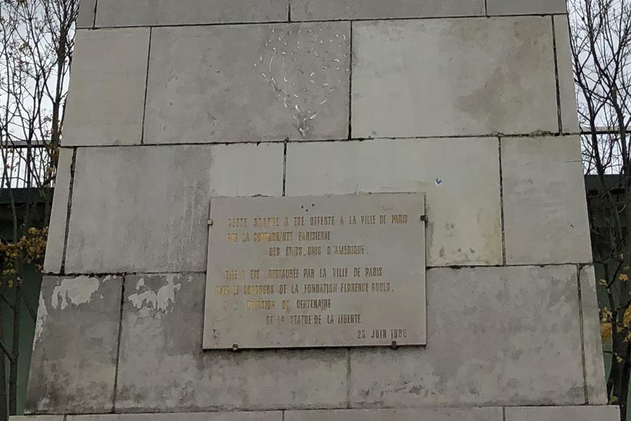 Статуя свободы в Париже на Лебедином острове