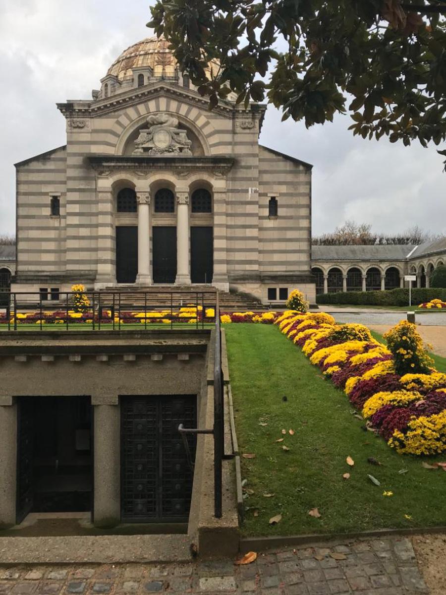 Колумбарий на кладбище Пер-Лашез