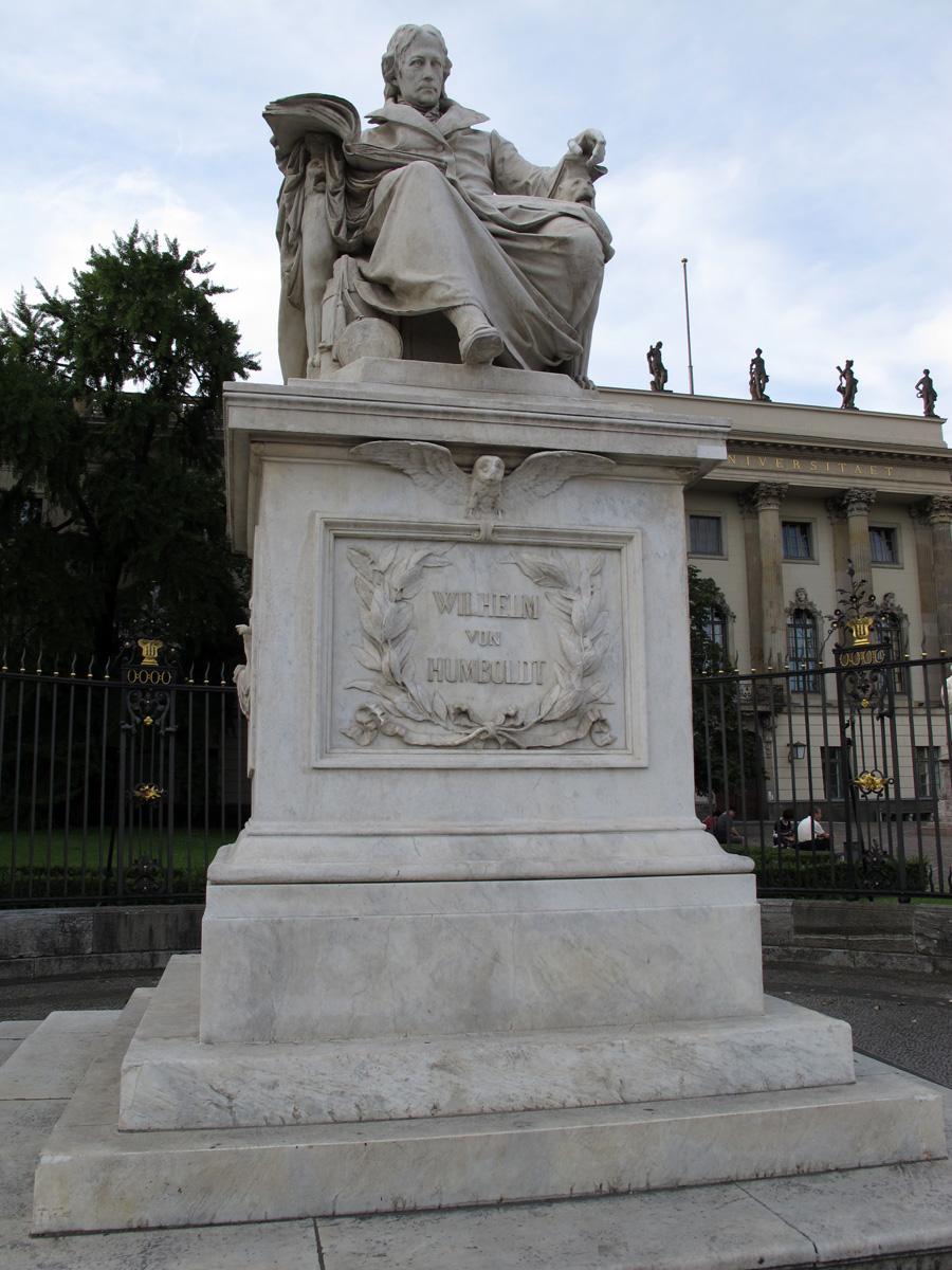 памятник Вильгельму фон Гумбольдту